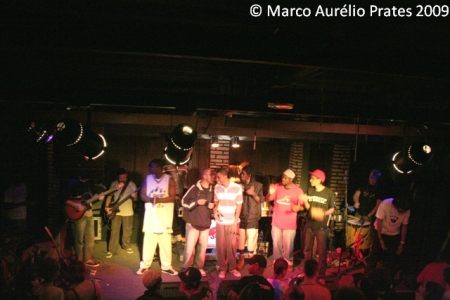 Rappers de Belo Horizonte reunidos em noite de celebração